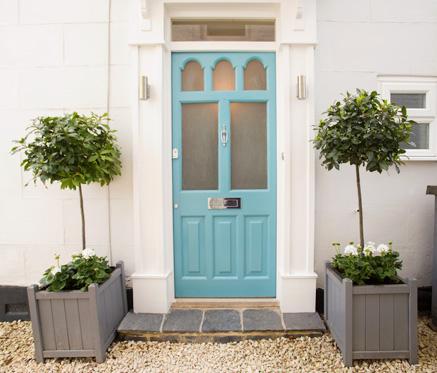 Outside-front-door-the-best-decorator